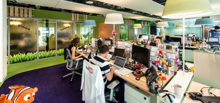 Cheerful-google-workspace-design-interior-with-office-table-and-desks-also-lamps