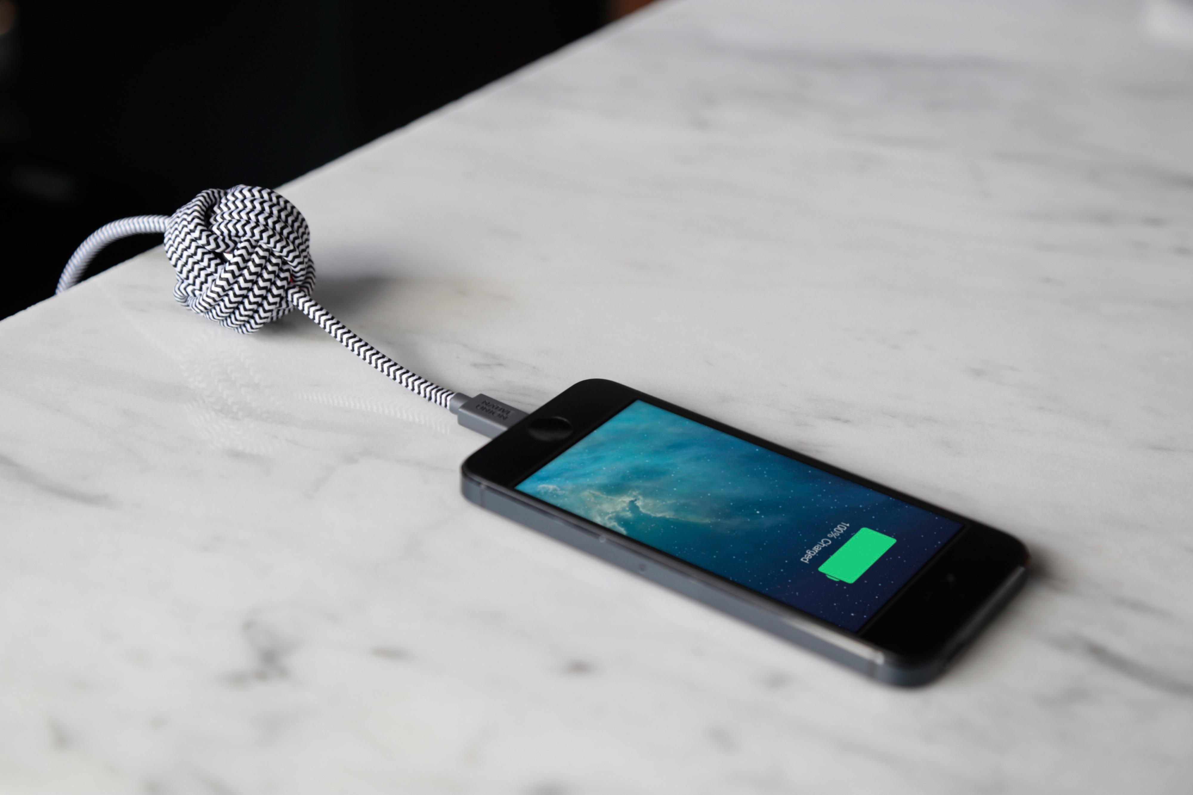 carga batería de celular con cable