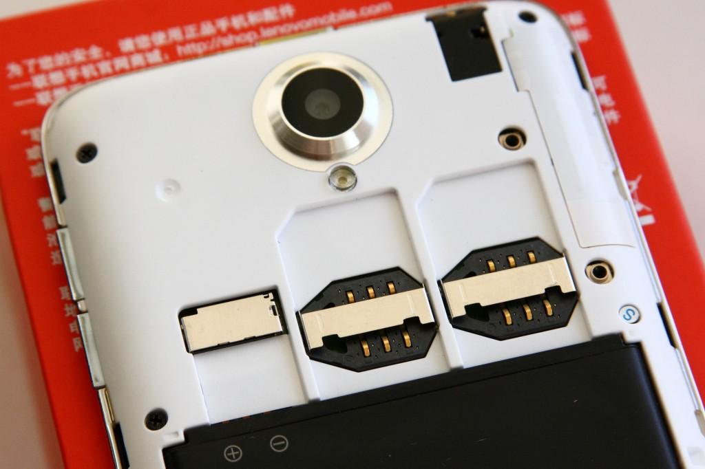 Lenovo_S650_SIM_card_slots