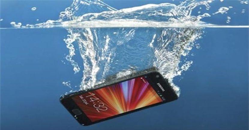 celulares bajo el agua